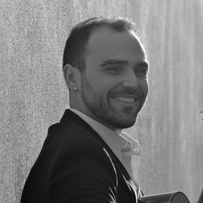 Photo de notre directeur artistique Santiago Lara, artiste international de guitare flamenca