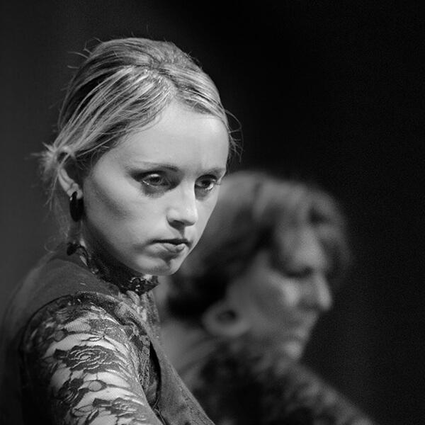 Gros plan sur l'expression du visage d'une de nos élèves danseuse de flamenco