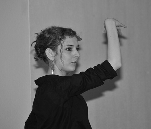 Portrait d'une élève danseuse brune lors d'un cours
