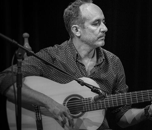 Un élève guitariste lors d'un spectacle flamenco de fin d'année