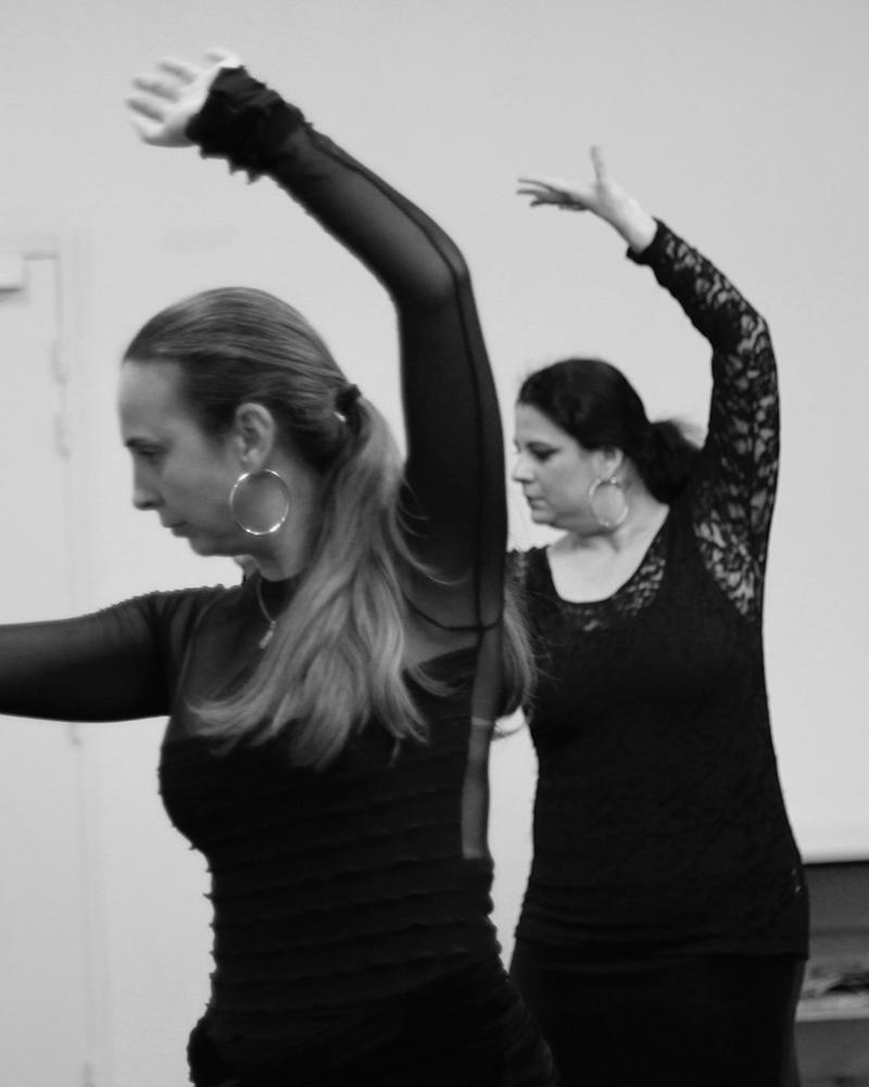Notre professeur Geno avec une élève lors d'un cours de danse flamenco